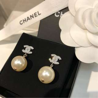 Brand New Chanel Classic Pearl Drop Earring