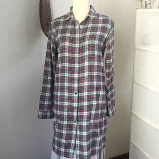 Pre loved Uniqlo long button up shirt