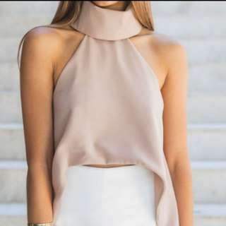 Beautiful top. Grey metallic color.