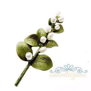 Inspired By Nature Collection Flower Myrtle Brooch 立體黃銅焗漆小珍珠桃木花胸針