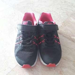 Sepatu Nike anak ukuran 29.5