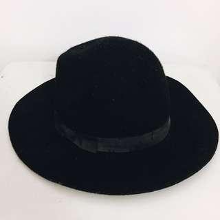 Black hat stardivarius