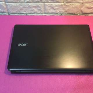 Acer laptop E1-572