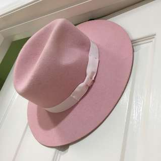 Lack of color pink fedora