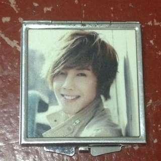 Kim Hyun Joong mirror