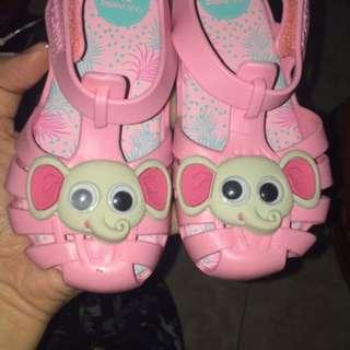 Jelly shoes new brand zaxy, nitip temen di malaysia eh ternyata pas dateng kekecilan di anakku, no box, dr sananya jg ga pake box, jual rugi jangan ditawar lagi🙏