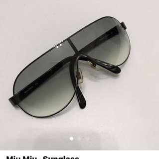 Unisex miu miu sunglasses