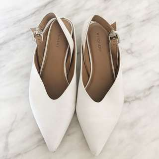 Witchery size 41 pointed white flats