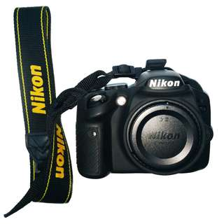 Nikon D3200 with Nikkor 18-55mm kit lens (Silicon Case and Camera Bag)