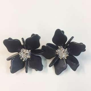Flower black earring