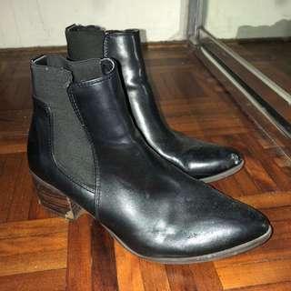 Women's Black Chelsea Boots Size 6