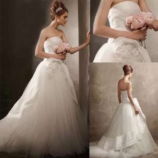 Vera wang style wedding gown