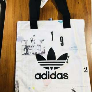 🚚 Adidas 手提袋 市價1080