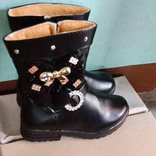 Elava foot wear