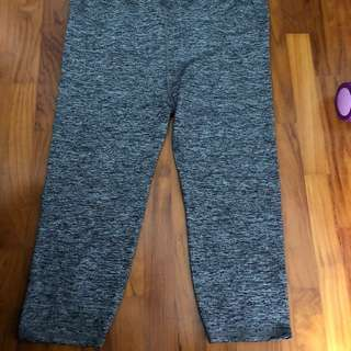 Cotton on maternity 3/4 gym tights grey colour
