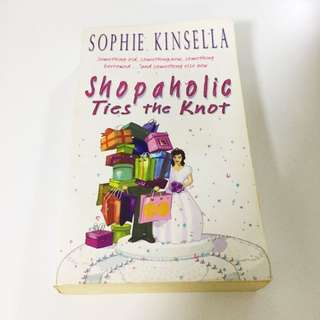 Book: Shopaholic Ties The Knot - Sophie Kinsella