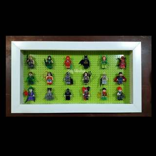 Display Board with 18pcs Minifigs (avengers)