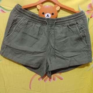 HnM basic shorts green army