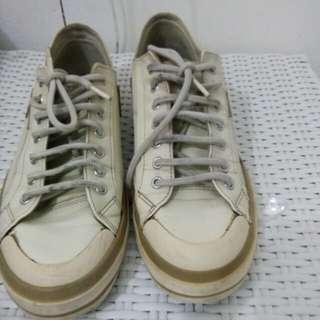 Sepatu santai bahan kulit