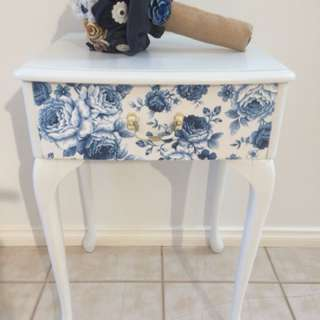 Hamptons style refurbished side/lamp table