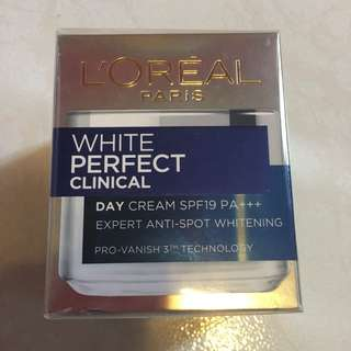 L'Oréal Paris White Perfect Clinical Day Cream Whitening