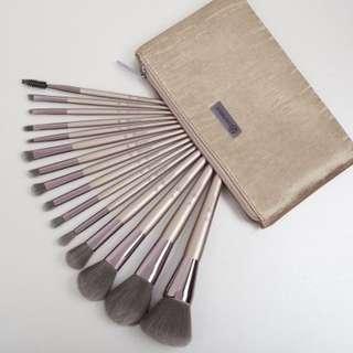 BH cosmetics Lavish Elegance 15 piece brush set with cosmetic bag