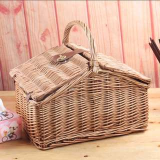 Picnic basket set with cutlery
