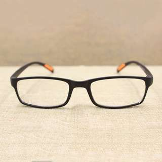 Automatic Zoom Reading Glasses