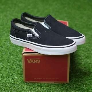 VANS SLIP ON BLACK WHITE PREMIUM DT (INCLUDE BOX) BAHAN CANVAS, RUBBER SOLE Size:40/41/42/43/44