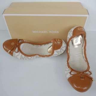 Michael Kors Charm Ballet Signature