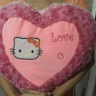 Bantal love bulu