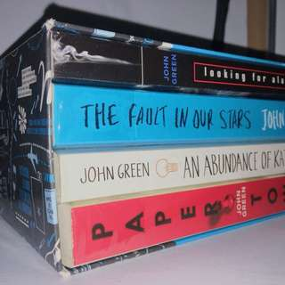 SELLING JOHN GREEN BOOKSET FOR A CHEAPER PRICE ‼️