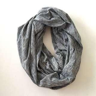 Seve's MOM breastfeeding scarf/cover