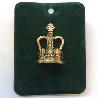 Crown collector's pin