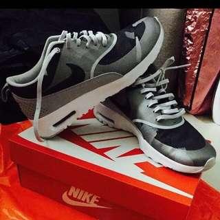 NikeAir Max Thea (Women)