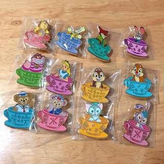 迪士尼 瘋帽子旋轉杯 徽章 全套十二款