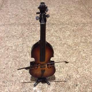 Miniature display Cello set