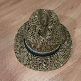 PRE-LOVED BEACH HAT