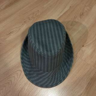 PRE-LOVED TOPMAN GRAY STRIPED FEDORA