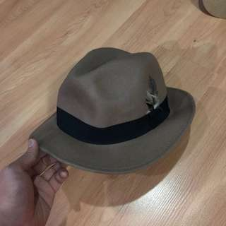PRE-LOVED H&M BROWN FEDORA WITH FEATHER DETAIL