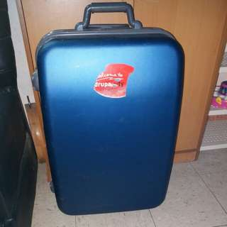 2 Wheels Luggage Size H 26inch W 16inch. One side the lock can't use. Should be use luggage belt.