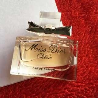 💯%Aunthentic ❤️Christian Miss Dior   Miniature Eau De Parfum 👉5ml                                                 🌟Price $22❤️Brand New🌟Free postage