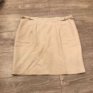 Short skirt cream