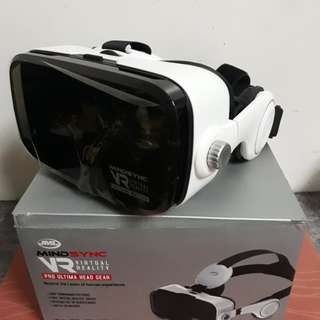 VR Goggles with built-in headphones