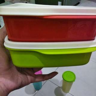 lunch box Tupperware