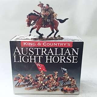 KING & COUNTRY AUSTRALIAN LIGHT HORSE Hang On Mate! AL052 w/ Box Retired