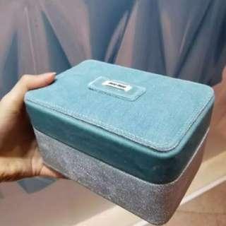 Miumiu 絲絨化妝盒