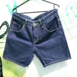 Celana Jeans Pendek Size M