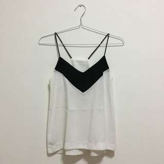 V-neck White and Black Sleeveless Tanktop 💎