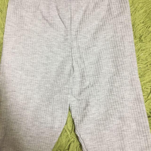 灰色內搭褲